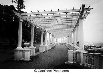 Porto Pergola in black and white