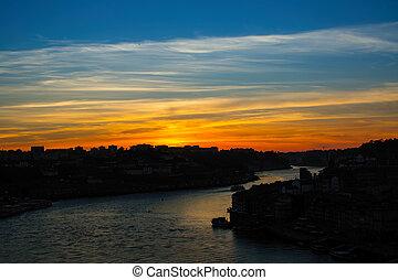 porto, sur, portugal., rivière, surprenant, douro, crépuscule