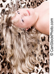 porträt, blond, leopardenfell