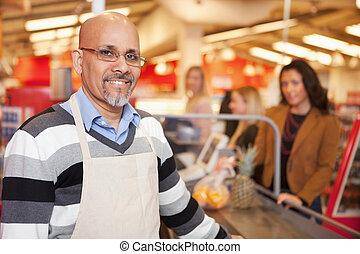 porträt, kassierer, supermarkt