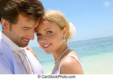 porträt, paar, verheiratet, sandstrand, gerecht