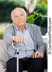 porträt, von, älterer mann, besitz, metall, krückstock