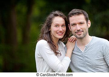 porträt, von, a, junger, frohes ehepaar, in, der, natur