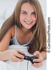 porträt, von, a, junges mädchen, spielende videospiele