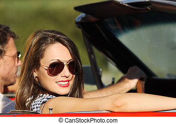 porträt, von, a, paar, in, a, umwandelbares auto