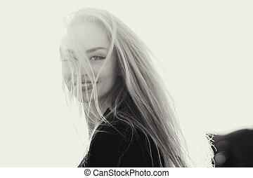porträt, von, a, schöne , blond, straße, der, effekt, von, movement., verwischt, schwarz weiß, bild