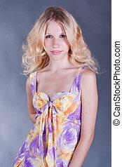 porträt, von, a, schöne , junger, blond, frau, in, bunte, kleiden