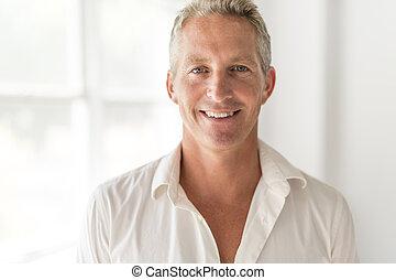 porträt, von, attraktive, 40-year-old, mann
