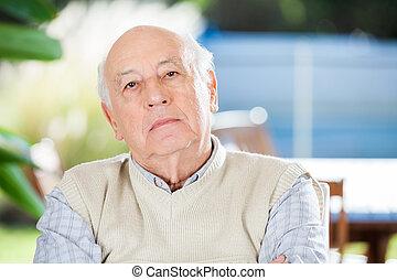 porträt, von, ernst, älterer mann