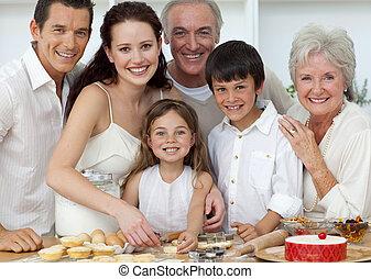 porträt, von, glücklich, eltern, großeltern, und, kinder, backen, küche
