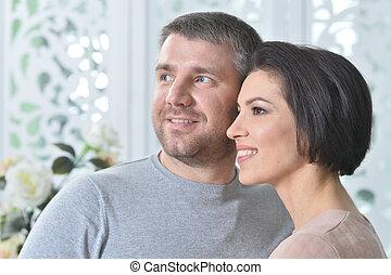 porträt, von, glücklich, schöne , a, hübsch, ehepaar, aufwirft