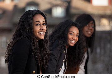 porträt, von, glücklich, youngs, afrikanischer amerikaner, teenagermädchen