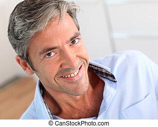 porträt, von, hübsch, 40-year-old, mann