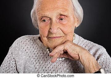 porträt, von, nachdenklich, ältere frau