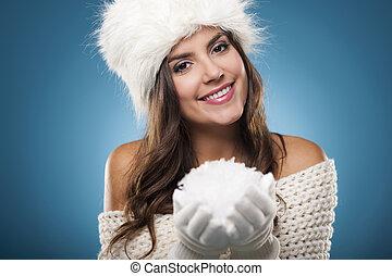 porträt, von, schöne , winter, frau, mit, schneeball