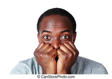 portræt, i, en, nerveous, afrikansk mand, hen, hvid baggrund