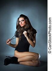 portræt, påklædt, unge, nøgle, gulv, længe, combi, sort, mørke, studio, klæde, siddende, hår, dame, glans, slank