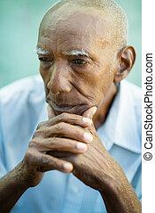 portré, idősebb ember, kopasz bábu, bús