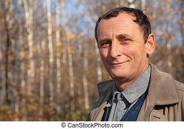 portré, közül, öregedő bábu, alatt, erdő, alatt, ősz