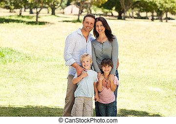 portré, közül, egy, család, a parkban