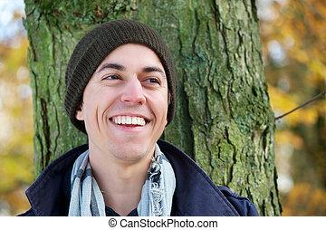 portré, közül, egy, fiatalember, mosolygós, szabadban