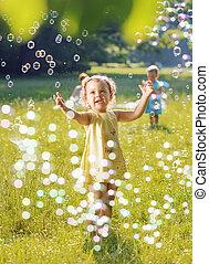 portré, közül, egy, két, kicsi lány, játék együtt, beszappanoz panama