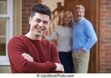 portré, közül, fiatalember, noha, szülők, otthon