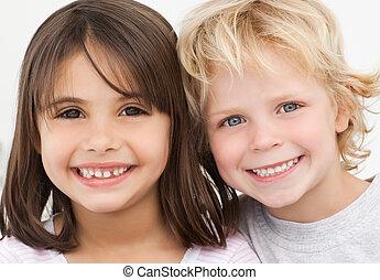 portré, közül, két, boldog, gyerekek, konyhában