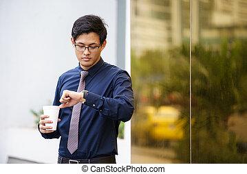 portré, közül, kínai, hivatal munkás, ellenőriz időmérés, karóra