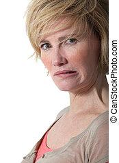 portré, közül, megfontolt woman, vigyorgó