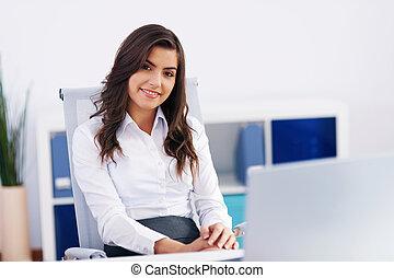 portré, közül, mosolygós, üzletasszony, -ban, hivatal