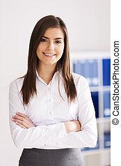 portré, közül, mosolygós, fiatal, üzletasszony, -ban, hivatal