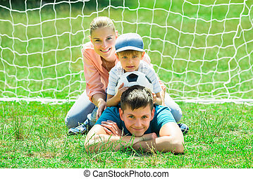 portré, közül, vidám család, noha, focilabda