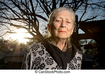 portré, senior woman, szabadban