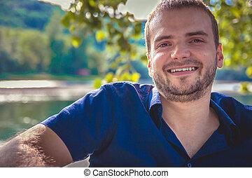 portrét, o, jeden, hezký, mladík, s, bradka, usmívaní