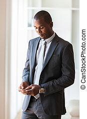 portrét, o, jeden, mládě, afričan američanka, člověk obchodního ducha, pouití, jeden, pohyblivý telefonovat, -, čerň, národ