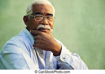 portrét, o, opravdový, afričan američanka, stařec, kamera