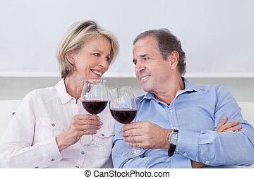 portrét, o, stát se splatným kuplovat, tousty, s, víno