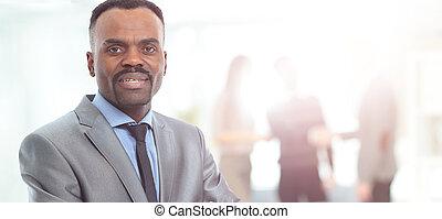 portrét, o, usmívaní, afričan američanka, člověk obchodního ducha