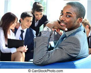 portrét, o, usmívaní, afričan američanka, člověk obchodního ducha, s, výkonná moc, pracovní, do, grafické pozadí