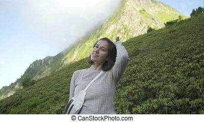 portrait, actif, vacation., sourire heureux, liberté, regarder, brunette, jeune, style de vie, femme, appareil-photo., sain