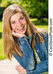 portrait, adolescent, dehors, fille souriant