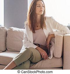 portrait affaires, habit, couch., séance, jeune, désinvolte...