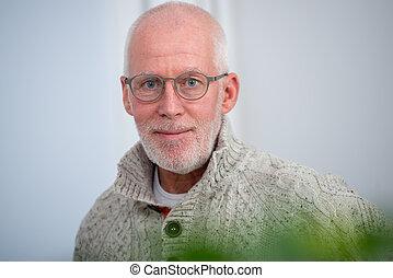 portrait, barbe, deux âges, homme, lunettes