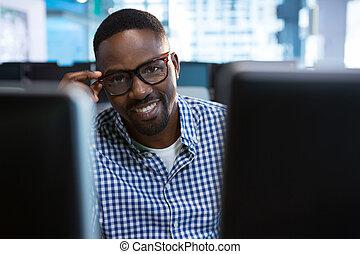 portrait, bureau, séance, ingénieur, informatique