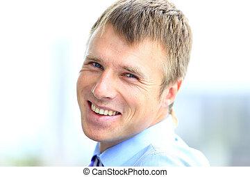 portrait, bureau., sourire, jeune, homme affaires