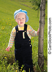 portrait child near tree