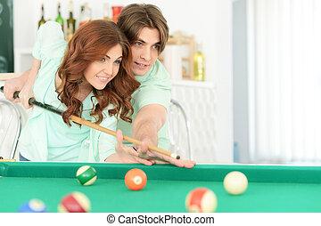 portrait, couple, billard, jeune, jouer