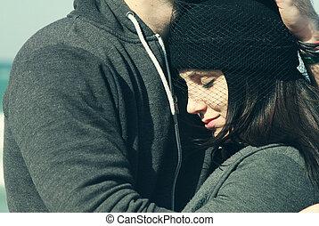 portrait, couple, jeune, dehors
