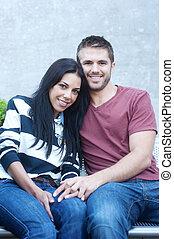 portrait, couple, jeune, heureux